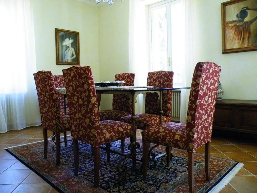 Rifacimento divani ed imbottiti achini ezio tappezziere for Rivestimento sedie
